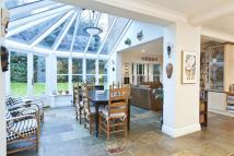 5 bed Detached home in Waterford Close, Cobham...