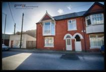 3 bed Terraced property in Cardiff Road...