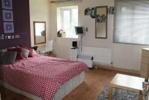 3 bed Flat to rent in Myrtle Street, Hoxton...