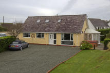 4 bed Detached Bungalow in Isallt Estate...