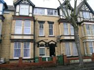 Flat to rent in Blackburn Avenue...