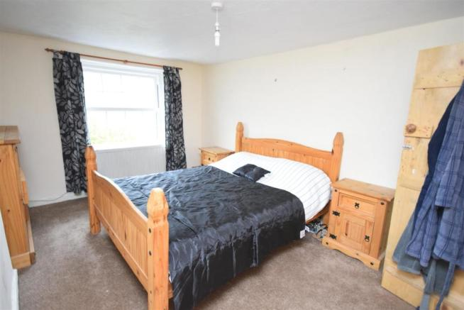 Double bedroom top f
