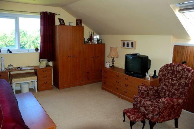 Bedroom 1 - Master b