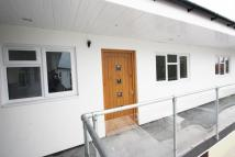 2 bed Flat to rent in Vanners Parade, Byfleet...
