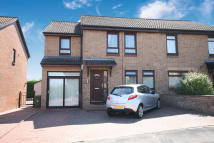 4 bed Semi-detached Villa in 16 Newstead Gardens...