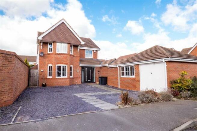 4 bedroom detached house for sale in garlands croft keresley end