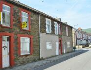 Terraced house in Ilan Road, Abertridwr...