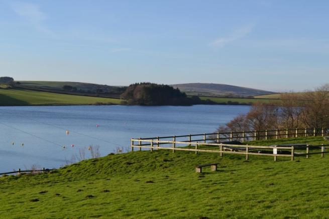 Nearby Siblyback Lake