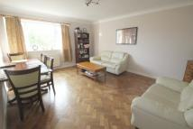 3 bed Flat to rent in Snakes Lane West...