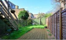 2 bedroom Flat to rent in Newton Avenue, London W3
