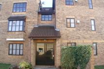 Flat to rent in Northwood