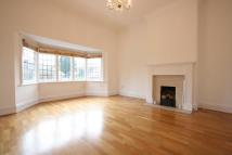 Apartment to rent in Frithwood Avenue...