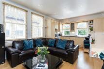 Flat for sale in Welham Road, London SW16