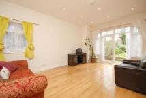 3 bedroom Flat in Chatsworth Road...