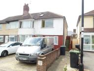 3 bed Maisonette in Crest Drive Enfield