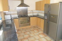 Town House to rent in Brackenwood Close, Leeds...