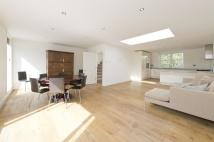 3 bedroom Flat to rent in Sinclair Road...