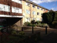 2 bedroom Flat in Camborne Road, Sutton...