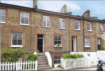 4 bed Town House to rent in Bradmore Park Road...