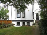 Flat to rent in Lawrie Park Crescent...