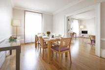 Flat to rent in Hertford Street, London...