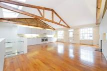 2 bedroom property in Holland Park Mews...