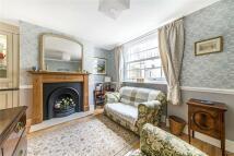 2 bedroom property to rent in Westmoreland Terrace...