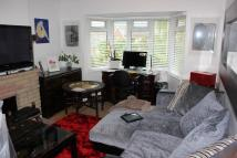 3 bedroom Flat to rent in Bunns Lane, London, NW7