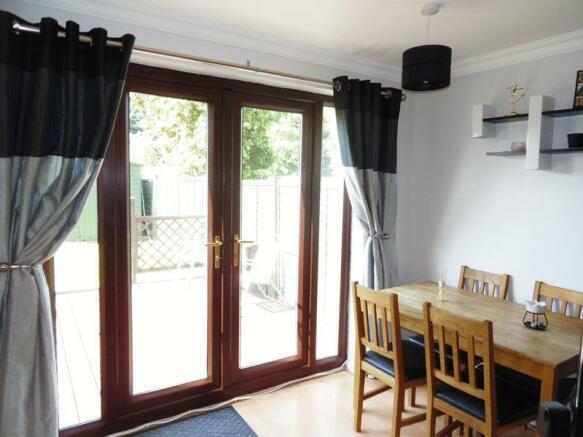 Lounge/Dining ...