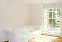 2 bedroom Flat in Princess Park Manor...