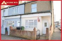 2 bedroom End of Terrace property to rent in a Little Common Road...