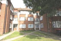 Flat to rent in The Crest, Hendon