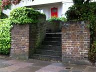 Lawns Court Flat to rent