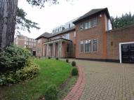8 bed Detached home in Brampton Grove, Hendon