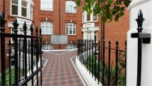 Apartment to rent in Hamlet Gardens, London