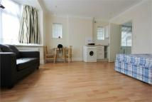Studio flat in Westside Avenue, Hendon