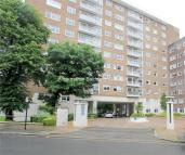 3 bedroom Apartment in St Johns Wood Park...