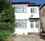 2 bed Flat to rent in Sydney Grove, London