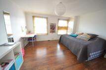 Studio flat to rent in Caledonian Road...