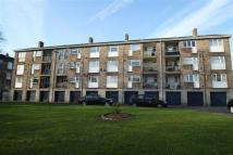 Apartment to rent in Quarry Crescent...