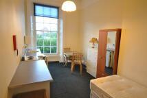 1 bedroom Studio flat in Victoria Park Road...