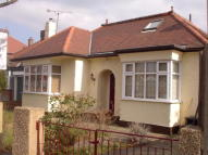 3 bedroom Detached Bungalow to rent in Glebe Avenue Enfield, EN2