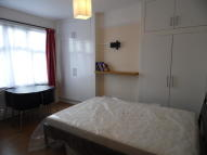 Studio flat to rent in North Circular Road...