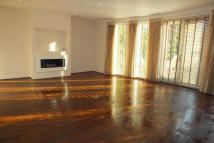 3 bedroom Apartment in Hillbrow Road, Esher...