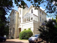 1 bed Ground Flat in Portsmouth Road, Esher...