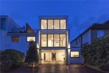 5 bed property in Alverstone Road...