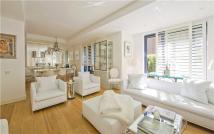 2 bedroom Flat for sale in Gloucester Avenue...