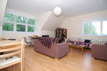 3 bedroom Flat in Mount View Road, London
