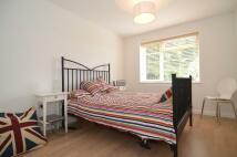 Flat to rent in Rosebank Close, London