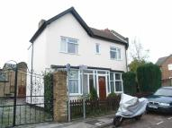 1 bedroom Flat to rent in Gladstone Road Kingston...